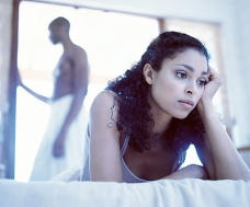 black-couple-upset-in-bed